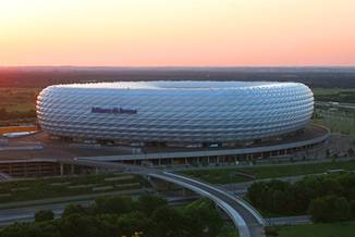 Allianz Arena, un stadion spectaculos - Allianz Arena - Slide 2 din 3